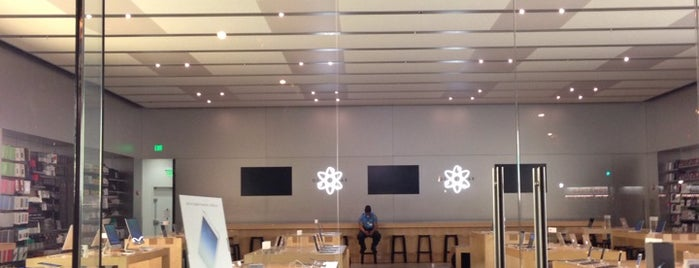 Apple New Haven is one of Lugares favoritos de Lindsaye.