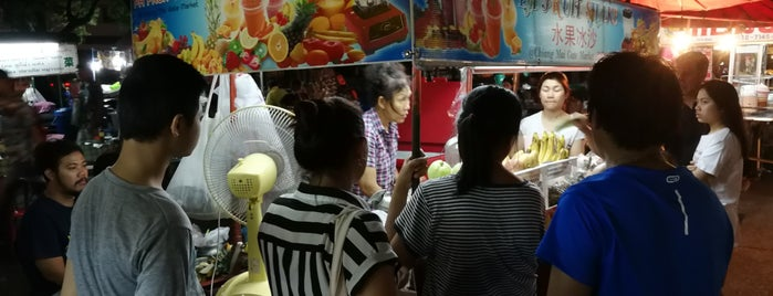 Pa Fruit Shake is one of Chiang Mai dessert place.