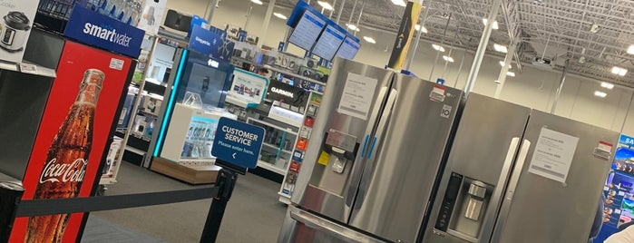 Best Buy is one of Tempat yang Disukai Armando.