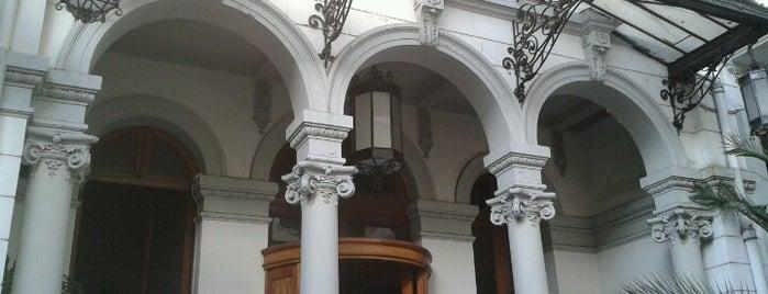 Circulo Español is one of Tempat yang Disukai Paola.