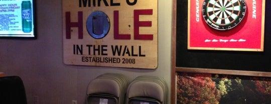 Mike's Hole in the Wall is one of Jackie'nin Kaydettiği Mekanlar.