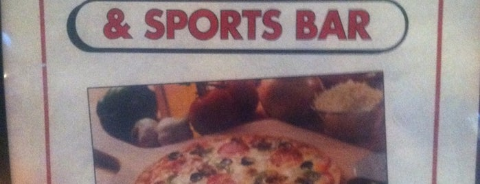 Carbones Pizza is one of สถานที่ที่ Tanya ถูกใจ.
