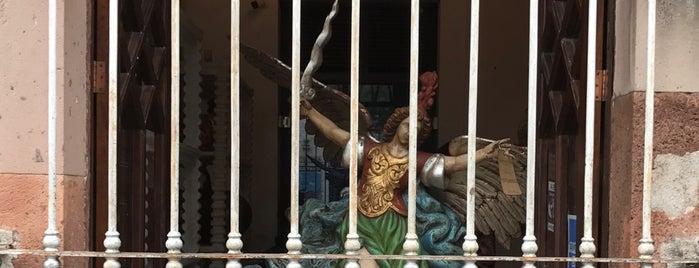Almendra Roja is one of Tempat yang Disukai Aldo.