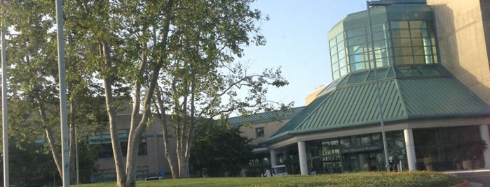 UC San Diego Thornton Hospital is one of Locais curtidos por Amy.