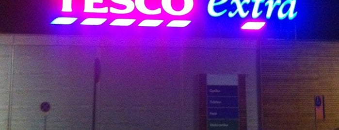 TESCO Extra is one of Orte, die Adam gefallen.