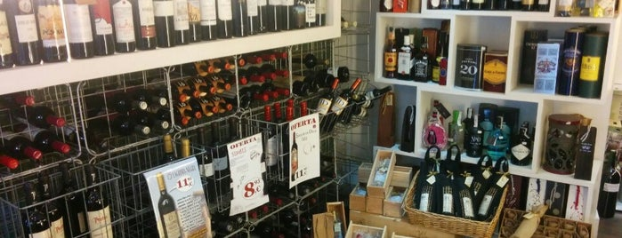 Vinoteca Entrebarricas is one of Roさんのお気に入りスポット.
