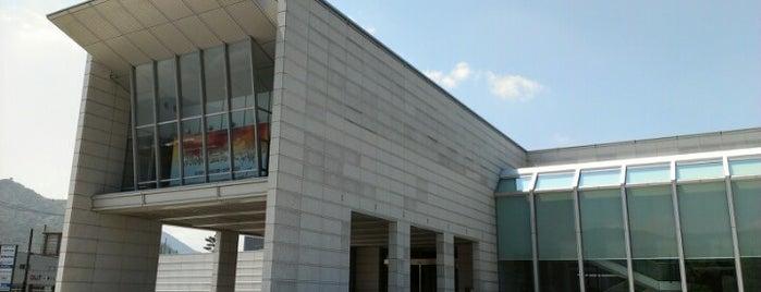 山口県立萩美術館・浦上記念館 is one of 丹下健三の建築 / List of Kenzo Tange buildings.