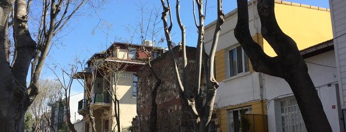 Zağnospaşa Caddesi / Eski Pervanas Caddesi is one of Büyükada.