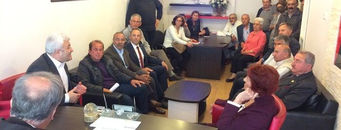 Urla CHP ilçe Başkanlığı is one of Zuhal'ın Kaydettiği Mekanlar.
