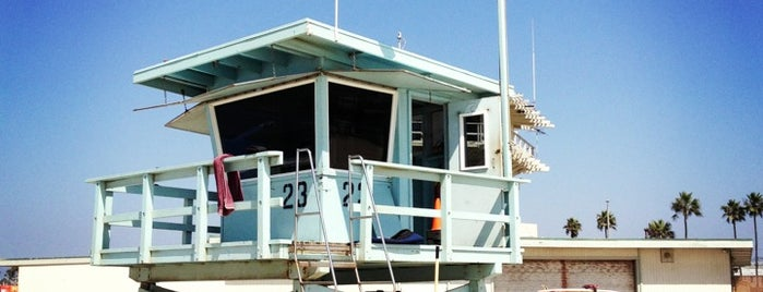 Venice Lifeguard Tower 23 is one of Orte, die Chrissy gefallen.