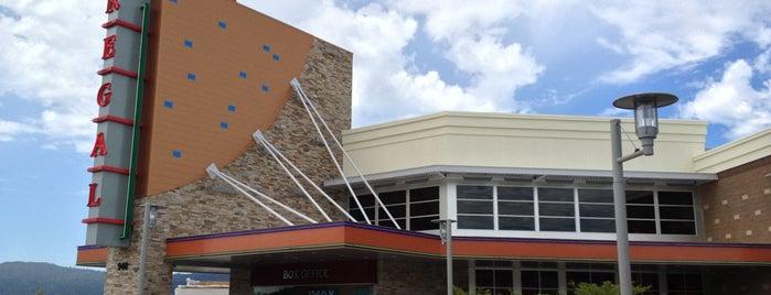 Regal Cinemas Issaquah Highlands 12 IMAX & RPX is one of Posti salvati di John.