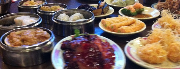 Oriental Pearl Seafood Restaurant is one of Hotlanta Luv.