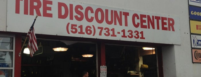 Tire Discount is one of Lugares favoritos de Zachary.