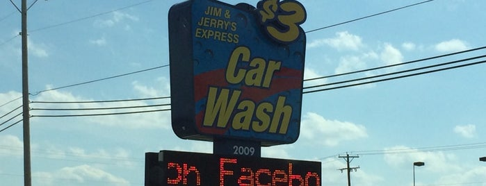 Jerry's Express Carwash is one of Leslie 님이 좋아한 장소.