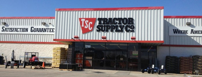Tractor Supply Co. is one of Posti che sono piaciuti a Lea.