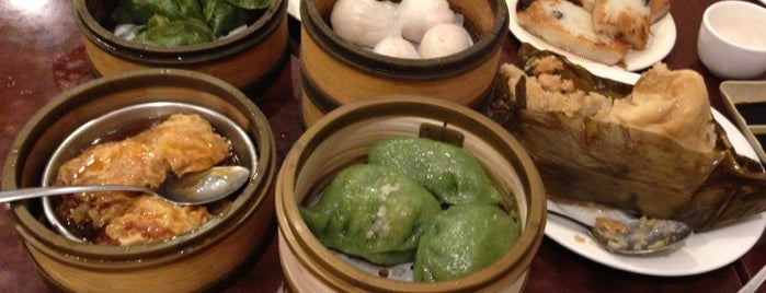 Vegetarian Dim Sum House is one of Lugares guardados de Lina.