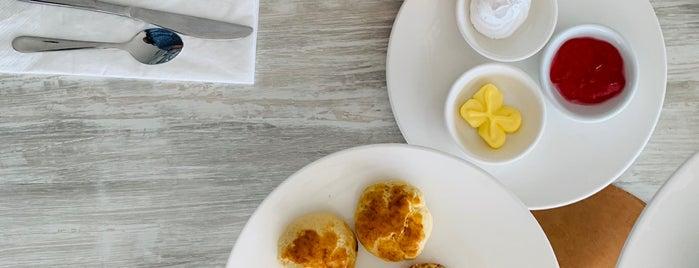 Top View Restaurant & Lounge is one of Tempat yang Disukai Alyssa.