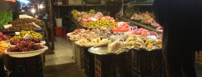 Ekkamai Fresh Market is one of Julie'nin Beğendiği Mekanlar.