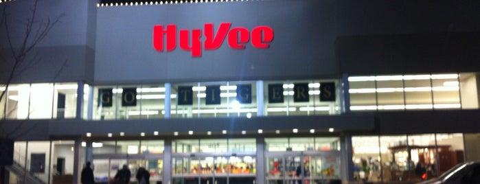 Hy-Vee is one of Orte, die Tara gefallen.