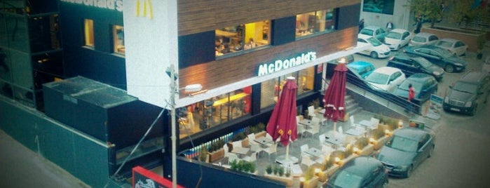 McDonald's is one of Locais curtidos por JOY.