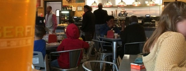 BurgerFi is one of Lugares favoritos de Red & Brown.