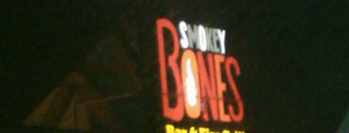 Smokey Bones Bar & Fire Grill is one of Gさんの保存済みスポット.