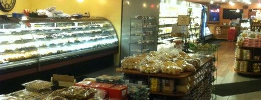 Leo's Bakery and Deli is one of Tempat yang Disukai Laurel.