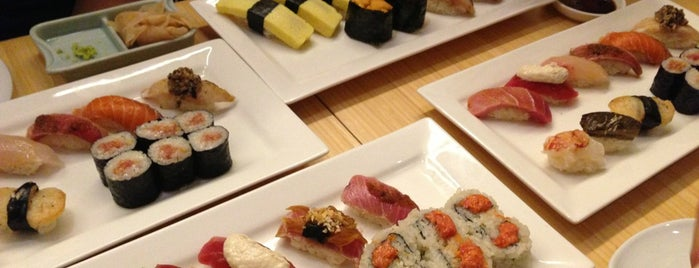 Sushi of Gari Tribeca is one of Locais curtidos por Khalil.
