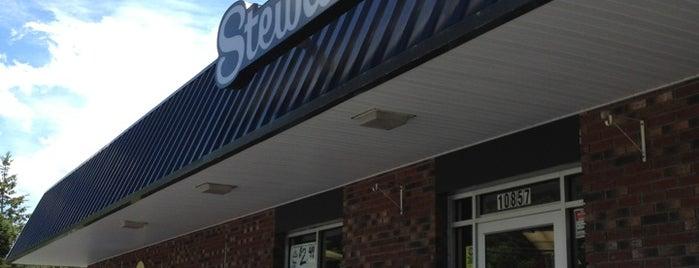 Stewart's Shops is one of Lugares favoritos de Nicholas.