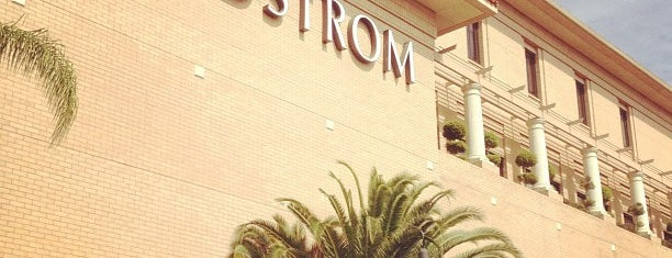 Nordstrom is one of Locais curtidos por Dan.