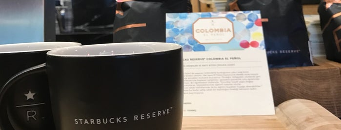 Starbucks Reserve is one of Lugares favoritos de Mujdat.