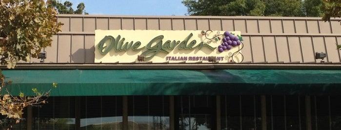 Olive Garden is one of Tempat yang Disukai Todd.