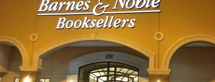 Barnes & Noble is one of Locais curtidos por Carlos.