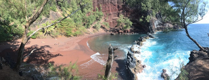 Red Sand Beach is one of Locais curtidos por Sam.