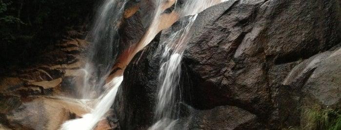 妹背の滝(雄滝) is one of Lugares favoritos de ZN.