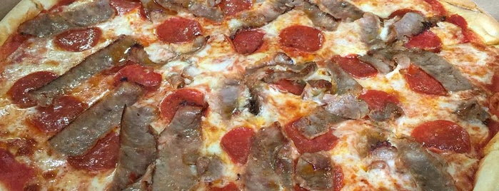 Sorrento's Restaurant & Pizza is one of สถานที่ที่ DaByrdman33 ถูกใจ.