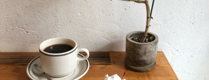 4/4 SEASONS COFFEE is one of Orte, die Vyacheslav gefallen.