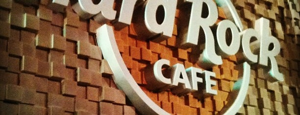 Hard Rock Cafe is one of Tempat yang Disimpan Oswaldo.