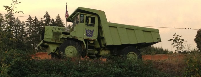 Decepticon Dump Truck is one of Ishkaさんのお気に入りスポット.