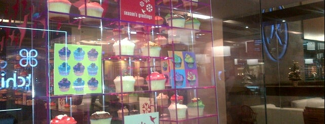 The Hummingbird Bakery is one of Lieux qui ont plu à Noura.
