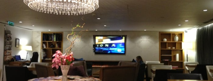 Marriott Grosvenor Square Executive Lounge is one of Orte, die Mike gefallen.