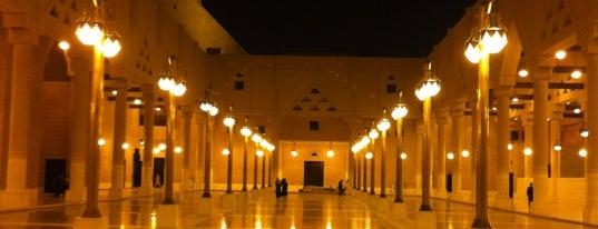 Imam Turki Masjed is one of สถานที่ที่ Bandder ถูกใจ.