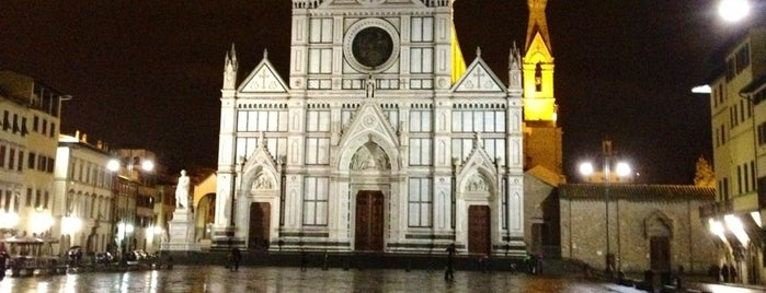 Basílica de Santa Cruz is one of florence guide.