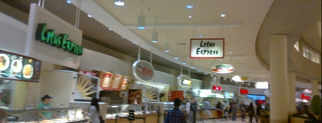 International Plaza: Food Court is one of Lugares favoritos de Melissa.