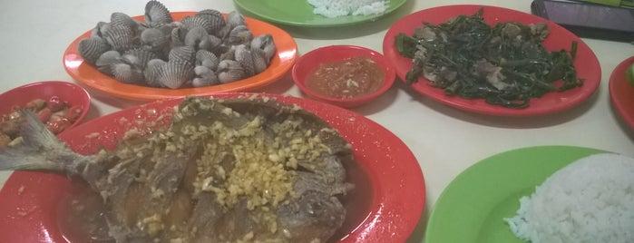 Sea Food Angga 09 is one of favorite restaurant.