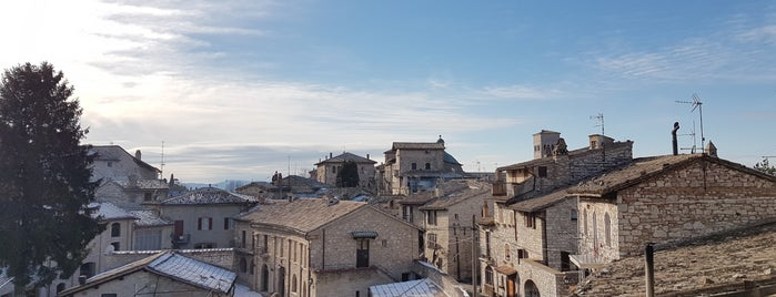 Anfiteatro Romano is one of Assisi city guide.