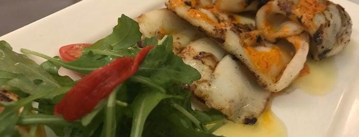 La Vinia Restaurant is one of Restaurants to Try List.