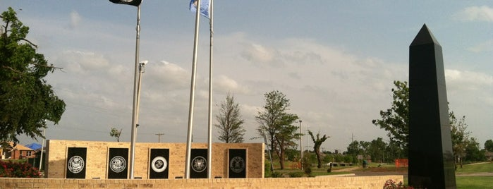 Veterans Memorial Park is one of Cyndi 님이 저장한 장소.