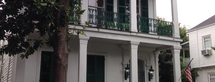 Garden District is one of New Orleans.