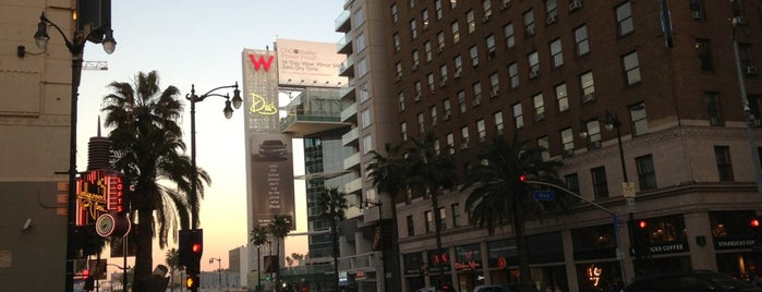 Hollywood Boulevard & Vine Street is one of Locais salvos de Xaralambos.